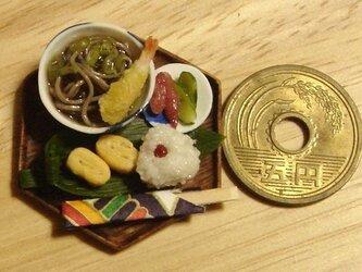 ★天ぷらそばと小梅おにぎり・6角形の画像
