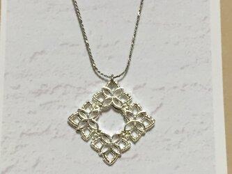 お花の菱形ネックレス シルバーの画像