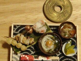 ★月見うどん&串と鮭おにぎり・ブロンズひょうたんの画像