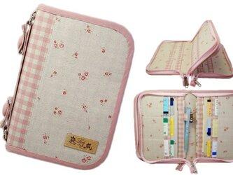 母子手帳ケース M Wファスナータイプ 小花柄 ピンク (B6サイズの母子手帳に対応) ☆4人分収納可能☆の画像