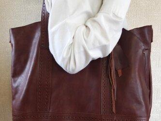 送料無料:トラッド感と革の自然な曲線のトートバッグの画像