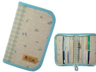 母子手帳ケース S ラウンドファスナータイプ 小花柄 ブルー (A6サイズの母子手帳に対応) ☆2人分収納可能☆の画像