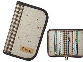 母子手帳ケース S ラウンドファスナータイプ 小花柄 ブラウン (A6サイズの母子手帳に対応) ☆2人分収納可能☆の画像