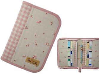 母子手帳ケース M ラウンドファスナータイプ 小花柄 ピンク (B6サイズの母子手帳に対応) ☆2人分収納可能☆の画像