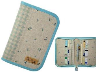 母子手帳ケース M ラウンドファスナータイプ 小花柄 ブルー(B6サイズの母子手帳に対応) ☆2人分収納可能☆の画像