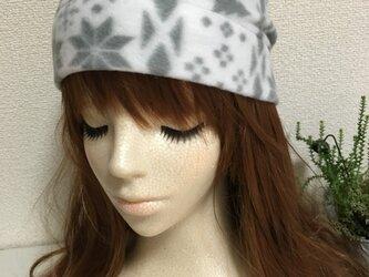 フリース帽子 小さめ 白の画像