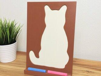 【ねこ雑貨】 白猫のチョークボード(A4シルエット) チョークが置けるスタンド付きの画像