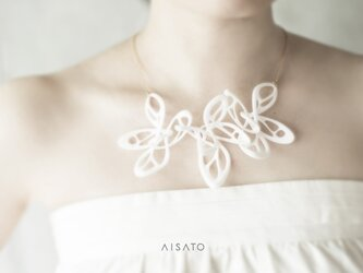 Dancing Butterfly Necklace White ダンシングバタフライ ネックレス ホワイトの画像
