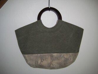 帆布と皮のバッグの画像