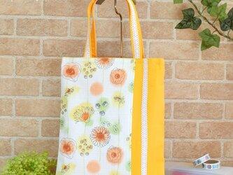 爽やか花柄のトートバッグ:橙色の画像