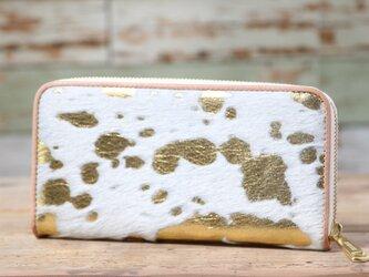 イタリア産 毛付き牛革 白×ゴールド 長財布 ラウンドファスナー 牛革 皮 ハンドメイド 手作りの画像