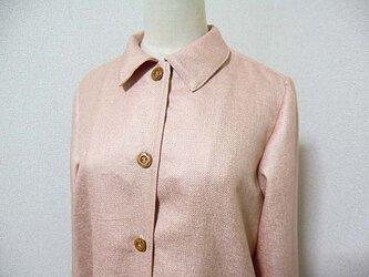 サーモンピンクの単コートの画像