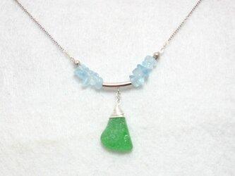 シーグラスとアクアマリンのネックレスの画像