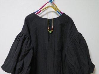 ボリューム袖ブラウス(ブラック)の画像