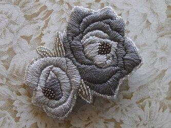 薔薇*灰茶 刺繍ブローチの画像