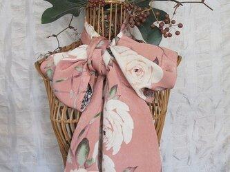 松岡様ご予約 薔薇柄のストールの画像