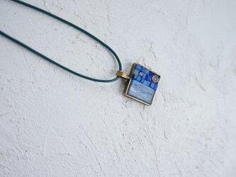 ガラスモザイクネックレス オーロラブルーの画像