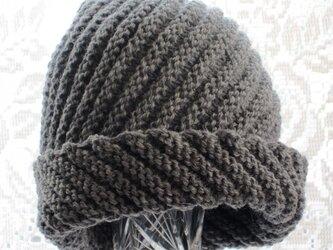毛100% ななめ編みのニット帽子(濃いグレー)の画像