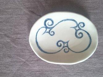 アイヌ模様の楕円皿の画像