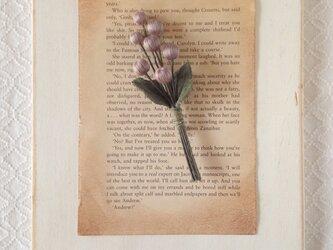 巻き玉の木の実コサージュ(灰紫)の画像
