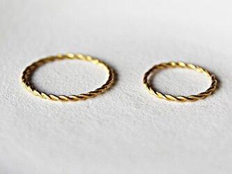 k22 縒り線の結婚指輪の画像
