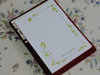 ★お名前入り★ 台付きmy メモ帳 赤色  【クラッシック音符】 の画像