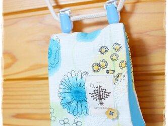 爽やか花柄の移動ポケット:水色の画像