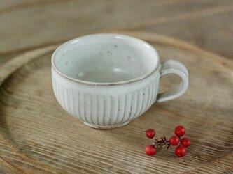 白い陶器の鎬丸ティーカップの画像