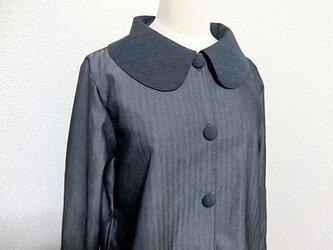 ヘリンボーンデニムの単コートの画像