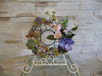 薔薇と蘭と蔦のハッピーリースの画像