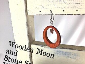 朱月に星ひとつ // 木×石ピアスの画像