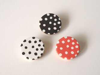 rondo brooch - dot ( ブラック / ホワイト / レッド )の画像