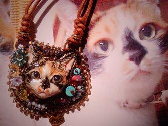 うちの子 ビーズ刺繍ペンダント(オーダー参考作品 三毛猫)の画像
