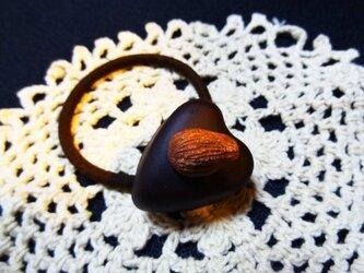 チョコレートヘアゴム(アーモンドハート)の画像