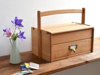 ヤマザクラの裁縫箱の画像