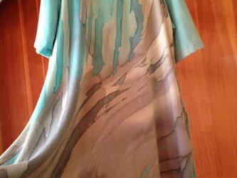 ろうけつ染め▫️ウールのワンピース▫️浅葱(あさぎ)色と利休ねずみ色の重なりの画像