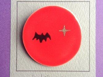 陶 ブローチ コウモリ brooch (bat) 赤 丸の画像