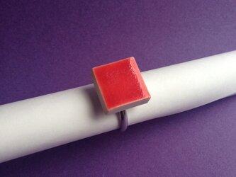陶 リング 赤 四角の画像
