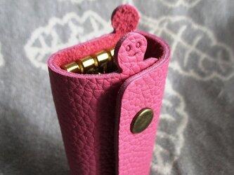【新色入荷】ちょっと突き出た革キーケース(トリヨン:ピンク)new!の画像