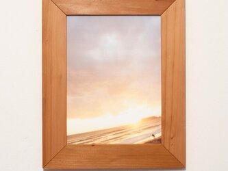 使い終わったビーチサイドカレンダーを飾るための額の画像