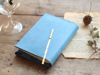 藍染革[migaki・空色]  文庫本ブックカバー(真鍮しおり付)の画像