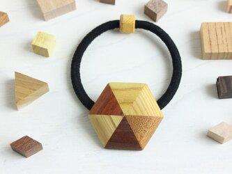 寄木の六角ヘアゴムの画像