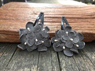 革花のブーケスリーピン 2個セット グレーの画像