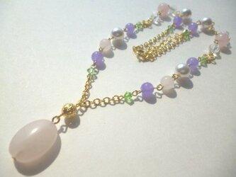 ローズクオーツ・カルセドニー・パール・カットガラスのネックレスの画像