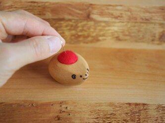 ハリネズミ赤ちゃんの羊毛ピンクッション【針山】 赤色の画像