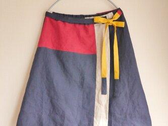 リネンパッチデザイン巻きスカートの画像