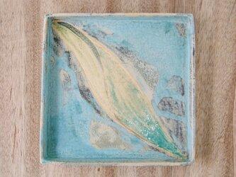 22cm角皿 (揺れる葉っぱ)の画像