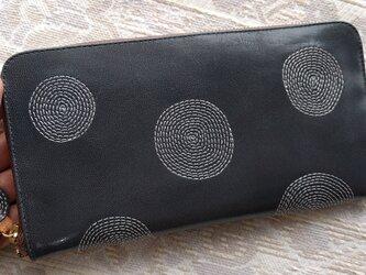 刺繍革財布『ぐるぐる』(濃グレー)ヤギ革の画像