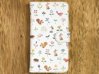 """絵本のかけら。手帳型スマホケース """"森の奥、花とちいさな動物たち"""" TSC-193の画像"""
