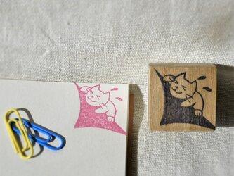 ネコさんがノートの隅でがんばるはんこの画像